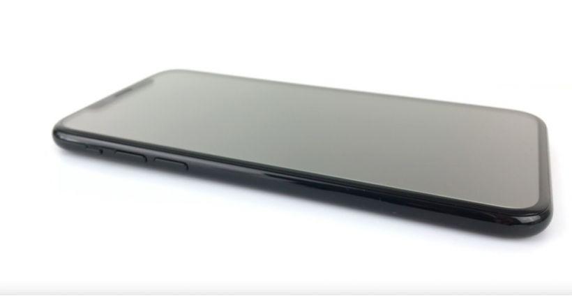 Apple sta preparando tre nuovi modelli di iPhone entro il 2018, tutti con l'esposizione di OLED